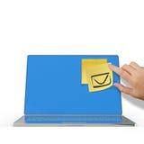 Segno del email sulla nota appiccicosa sul computer portatile 3d Fotografia Stock