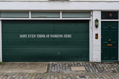Segno del garage che proibisce parcheggio Immagine Stock