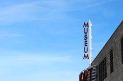 Segno del museo del porto marittimo di indipendenza su una costruzione Immagine Stock Libera da Diritti