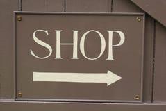 Segno del negozio con il carrello di acquisto Immagini Stock Libere da Diritti