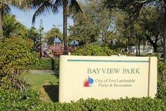 Segno del parco di Bayview sull'azionamento di Bayview Fotografia Stock Libera da Diritti