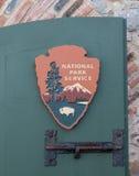 Segno del parco nazionale sulla porta verde Fotografia Stock Libera da Diritti