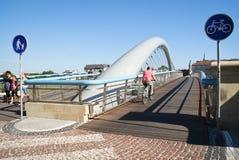 segno del percorso della bicicletta e del sentiero per pedoni su un ponticello Immagini Stock Libere da Diritti