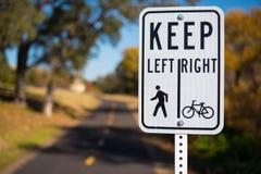 Segno del percorso di camminata e della bicicletta Fotografie Stock