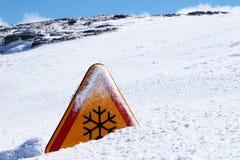 Segno del pericolo della neve Fotografia Stock Libera da Diritti