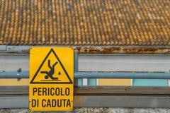 Segno del pericolo di cadere sul tetto Fotografie Stock
