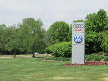 Segno del prato inglese del VW Audi Distribution Center di VAG in NJ Immagini Stock
