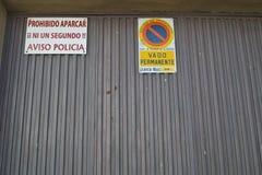 Segno del proibito di al parco Fotografie Stock Libere da Diritti