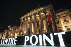 Segno del punto di centro ed il National Gallery a Londra Fotografie Stock