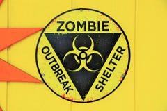Segno del riparo di scoppio dello zombie fotografia stock