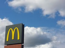 Segno del ristorante di Mcdonalds Immagini Stock