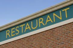 Segno del ristorante su una facciata Immagini Stock