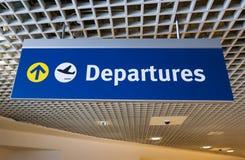 Segno del segno di partenza dell'aeroporto fotografia stock libera da diritti