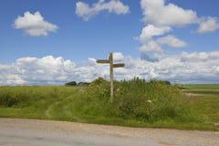 Segno del sentiero per pedoni dei wolds di Yorkshire Fotografia Stock Libera da Diritti