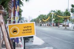 Segno del supporto di taxi Fotografie Stock