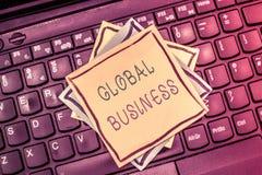 Segno del testo che mostra affare globale Commercio e sistema economico concettuali della foto una società che fa attraverso il m immagine stock libera da diritti