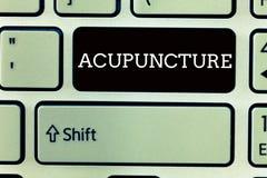 Segno del testo che mostra agopuntura Trattamento alternativo di terapia della foto concettuale per dolore e la malattia facendo  fotografia stock libera da diritti