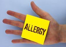 Segno del testo che mostra allergia I danni concettuali della foto nell'immunità dovuto ipersensibilità la ottengono diagnised sc Fotografia Stock Libera da Diritti