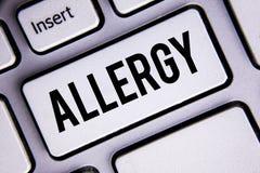 Segno del testo che mostra allergia I danni concettuali della foto nell'immunità dovuto ipersensibilità la ottengono diagnised sc Immagini Stock Libere da Diritti