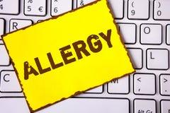 Segno del testo che mostra allergia I danni concettuali della foto nell'immunità dovuto ipersensibilità la ottengono diagnised sc Fotografia Stock