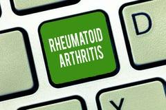 Segno del testo che mostra artrite reumatoide Malattia autoimmune della foto concettuale che può causare i dolori articolari ed i illustrazione di stock