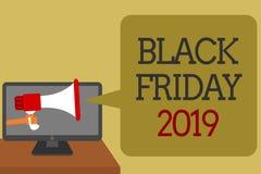 Segno del testo che mostra Black Friday 2019 Il giorno concettuale della foto che segue il ringraziamento sconta il conve sociale Fotografia Stock