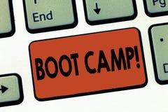 Segno del testo che mostra Boot Camp Campo di addestramento militare concettuale della foto per forma fisica dura di disciplina d fotografie stock libere da diritti
