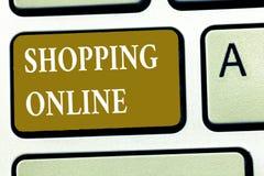 Segno del testo che mostra compera online La foto concettuale che vi compra vuole attraverso il sito Web di Internet quindi lo co immagine stock