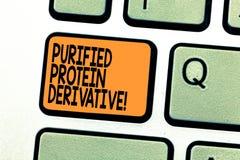 Segno del testo che mostra il derivato purificato della proteina Foto concettuale l'estratto di chiave di tastiera di mycobacteri fotografia stock libera da diritti