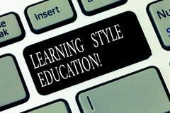Segno del testo che mostra imparando istruzione di stile Metodo o tecnica concettuale della foto usi di dimostrazione imparare ch fotografia stock libera da diritti