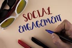 Segno del testo che mostra impegno sociale Il post concettuale della foto ottiene gli alti annunci SEO Advertising Marketing di s Fotografia Stock