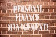 Segno del testo che mostra la gestione di finanza personale Reddito analysisaging, spese ed investimento della foto concettuale fotografia stock libera da diritti