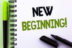 Segno del testo che mostra a nuovo inizio chiamata motivazionale Vita cambiante di crescita della forma di nuovo inizio concettua Fotografia Stock Libera da Diritti