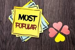 Segno del testo che mostra più popolare Prodotto della foto della cima del bestseller concettuale di valutazione o artista favori immagini stock