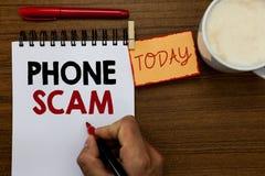 Segno del testo che mostra telefono Scam Foto concettuale che convince le chiamate indesiderate per promuovere i prodotti o assis fotografie stock libere da diritti