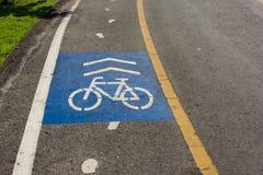 Segno del vicolo della bici nel parco Fotografia Stock Libera da Diritti