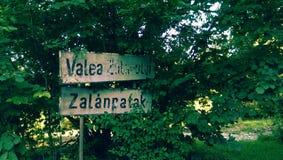 Segno del villaggio di Valea Zalanpatak fotografie stock libere da diritti