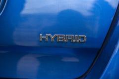 Segno dell'automobile ibrida Veicolo di ecologia sicuro all'ambiente fotografia stock libera da diritti