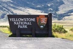Segno dell'entrata del parco nazionale di Yellowstone Immagine Stock