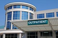 Segno dell'entrata del paziente esterno dell'ospedale Immagini Stock