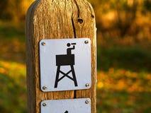 Segno dell'icona di una torre di sorveglianza birding fotografie stock libere da diritti
