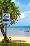 Segno dell'itinerario dell'evacuamento dei tsunami Fotografie Stock Libere da Diritti