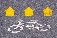 Segno della bicicletta sulla strada Fotografia Stock Libera da Diritti