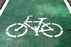 Segno della bicicletta sulla strada Immagini Stock Libere da Diritti