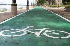 Segno della bicicletta sulla strada Fotografia Stock