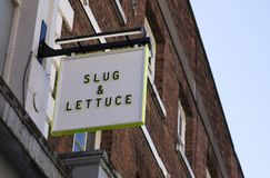 Segno della catena del pub della lattuga & della lumaca, via principale, Lincoln, Lincolnshir fotografie stock libere da diritti