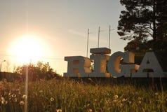 Segno della città Riga nel tramonto Fotografia Stock