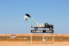 Segno della città opalina Coober Pedy, Australia Meridionale di estrazione mineraria Immagine Stock