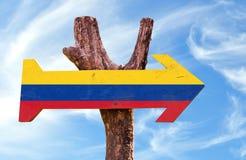 Segno della Colombia con il fondo del cielo fotografie stock