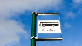Segno della fermata dell'autobus Fotografia Stock